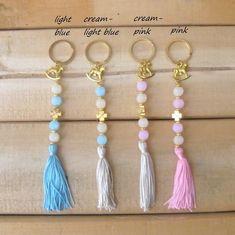 Handmade Keychains, Diy Keychain, Diy Jewelry, Beaded Jewelry, Handmade Jewelry, Baptismal Giveaways, Baptism Favors, Communion Favors, Diy Tassel