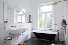 Marble-topped half wall for plumbing - wall-mounted faucet - Swedish bathroom
