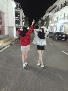 Pin by me ❤ on pict girl Mode Ulzzang, Ulzzang Korean Girl, Ulzzang Couple, Best Friend Pictures, Friend Photos, Ulzzang Fashion, Korean Fashion, Korean Best Friends, Bff Girls