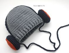 Know a music lover or aspiring DJ? This crochet headphones hat will be the perfect accessory! Start with a basic HDC beanie and then stitch the crocheted headphones on. They could also double as earmuffs for a cute winter hat Materials: – Worsted weight yarn. I used Lion Brand Vanna's Choice in silver grey, navy, …