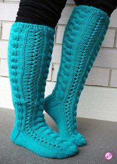 okei, okei. Nää sukat on ehkä oikeesti turkoosit, mutta siniseen sävyyn sekin lasketaan. Nämä sukat tein Pipon Ytimestä-blogin Sinille yl... Socks, Footwear, Knitting, Patterns, Fashion, Tutorials, Breien, Block Prints, Moda