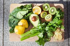 Getting ready for a gloriously green smoothie Easy Green Smoothie Recipes, Weight Loss Smoothie Recipes, Healthy Green Smoothies, Healthy Recipes, Drink Recipes, Hemsley And Hemsley, Mixer, Clean Eating, Healthy Eating