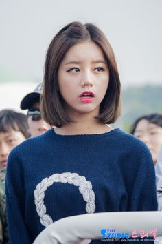 I want to cut my hair short like Hyeri cause it's so cute!
