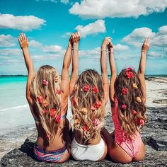 "travelposts: ""summertime"" Photo idea for a photo with girlfriends"