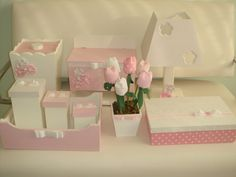 Kit para bebê completo forrado em tecido R$350,00 Baby Crafts, Fun Crafts, Diy And Crafts, Baby Girl Elephant, Kit Bebe, Patchwork Baby, Baby Kit, Pretty Box, Altered Boxes