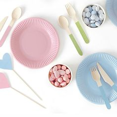 This pack of 18 wooden cutlery features pale pastel colours on the handles in pale green, pink and blue. Tissue Balls, Tissue Pom Poms, Pastel Party Decorations, Valentine Decorations, Pastell Party, Balloon Prices, Crepe Streamers, Paper Party Bags, Wooden Fork