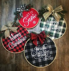 Farmhouse Embroidery Hoop Wreath * Merry Christmas – The best ideas Diy Christmas Decorations For Home, Diy Christmas Ornaments, Diy Christmas Gifts, Rustic Christmas, Christmas Projects, Holiday Crafts, Christmas Holidays, Plaid Christmas, Holiday Decor