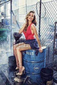 Kristina pózovala na dost neobvyklých místech. Sexy Legs, Celebrities, Photographers, Projects, Fashion, Photos, Log Projects, Moda