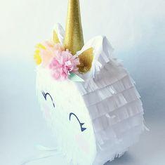 Piñata para una fiesta de unicornio hecha a mano La Fiesta de Olivia / Handmade Piñata Unicorn Party