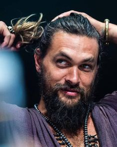 Jason Momoa- fixing the do Jason Momoa Aquaman, Jason Moma, Hipster Noir, Beard Lover, Man Bun, American Actors, American Indians, American Art, American History