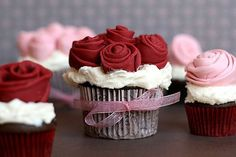 note to self: learn to make frosting roses and put them on cupcakes with a ribbon around them! too cute!