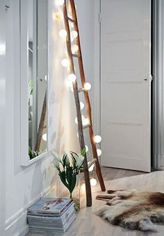 DIY projects with wooden ladder: 20 inspiring pictures and ide .- DIY Projekte mit Holzleiter: 20 inspirierende Bilder und Ideen zum Nachmachen Scandinavian interior in the living room Wooden ladder with fairy lights - Style At Home, Home And Deco, Interior Exterior, My New Room, Diy Bedroom Decor, Home Decor, Bedroom Ideas, Bedroom Furniture, Bedroom Lamps