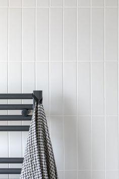 The Oska Linen Matt Porcelain Tile creates a clean feel in any interior space. These porcelain floor tiles are perfect laid in herringbone. Stone Bathroom, Bathroom Renos, Minimal Bathroom, Modern Bathroom Design, Kitchen Design, Home Interior, Bathroom Interior, Mandarin Stone, Master Shower