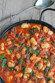 These Spanish Beans with tomatoes and smokey sweet spices are so easy to make in less than 20 minutes with just 7 ingredients. Only 125 calories per serving, they're perfect as tapas, main meals or a side dish. Vegan and gluten-free. Tapas Recipes, Vegetarian Recipes, Cooking Recipes, Healthy Recipes, Beans Recipes, Spanish Food Recipes, Lima Bean Recipes, Vegan Bean Recipes, Vegetarian Tapas