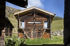Log Wall, Gazebo, Outdoor Structures, Cabin, Mountains, House Styles, Gardening, Home Decor, Chalets