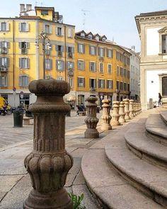 Riconoscete la piazza vero? :-) #milanodavedere foto di  : @aspassoconmarta Milano da Vedere