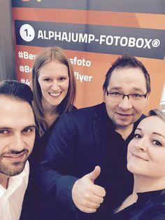 """Haltet Ausschau nach diesen tollen Gesichtern, denn unser Team ist heute für Euch auf der CAR-connects - die automotive Karriere-Messe in #Bochum Am Stand bekommt Ihr neben einem #Bewerbungsfoto auch Informationen über attraktive #Arbeitgeber! Also nichts wie hin...""""wink""""-Emoticon #ALPHAJUMPFotobox #Bewerbungsflyer #CarConnects #Automotive #Jobportal #Mittestand #HiddenChampions #topTeam #Karriere #Studenten #ALPHAJUMP #Team"""