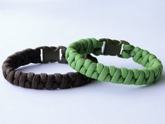 "How to Make a Simplified ""Half Weave"" Borneo Fishtail Paracord Survival Bracelet - YouTube"