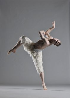 I have seen this. He is a genius. Matthew Bourne Swan Lake - Adam Cooper's beauty & genius---would like to see this! Ballet Boys, Ballet Dancers, Kinds Of Dance, Just Dance, Adam Cooper, Dance Movement, Dance Company, Great Photographers, Swan Lake