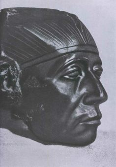 Портретная голова фараона Сенусерта III. Обсидиан. XII династия. 20 в. до н. э. Среднее Царство. Коллекция Гюльбенкяна.