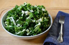 This emerald detox kale salad is perfect for any week of the Ultimate Reset #cleanse #detox #recipe #BeachbodyBlog Broccoli And Kale Salad Recipe, Kale Salad Recipes, Kale Detox Salad, Soba Salad, Real Food Recipes, Healthy Recipes, Healthy Meals, Healthy Food, Healthy Drinks