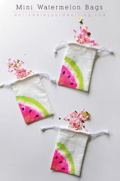 Fun Dollar Store Crafts for Teens - DIY Mini Watermelon Bags - Cheap and Easy DIY Ideas for Teenagers to Make for Dollar Stores - Inexpensive Gifts and Room Decor for Tweens, Boys and Girls - Awesome Step by Step Tutorials with Instructions for Cool DIY P Watermelon Bag, Watermelon Crafts, Watermelon Dessert, Watermelon Cupcakes, Watermelon Birthday, Summer Crafts, Easy Crafts, Diy And Crafts, Crafts For Camp