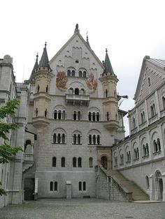 """Castelo de Neuschwanstein"". # Pátio interno."