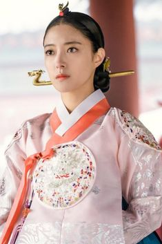 The Crowned Clown (Hangul: 왕이 된 남자; RR: Wang-i doen namja; The Man Who Became King) is a South Korean television series. A remake of the 2012 film Masquerade, the series centers on the tale of a Joseon king and his doppelganger. Korean Traditional Dress, Traditional Fashion, Traditional Dresses, Christmas Aprons, Korean Drama Movies, Drama Korea, Historical Costume, The Crown, Ulzzang Girl