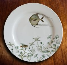 fishy fish Dinner Plate angelique by dArlhacDesign on Etsy China Painting, Ceramic Painting, Ceramic Art, Porcelain Mugs, Ceramic Plates, Decorative Plates, Bulbous Plants, Design Café, Booth Design