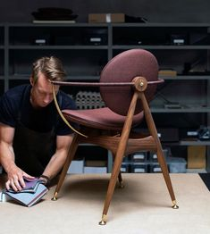 "OVERGAARD & DYRMAN on Instagram: ""A matter of materials . . . . . #circlediningchair #furniture #madeindenmark #overgaarddyrman"" Dark Brown Leather, Walnut Wood, Luxury Interior, Contemporary Furniture, Furniture Design, Dining Chairs, Joinery, Metal, Denmark"