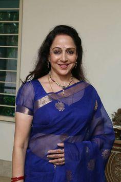 Hema in dark blue zari Kota saree Saree Blouse Neck Designs, Fancy Blouse Designs, Hema Malini, Elegant Saree, Indian Beauty Saree, Beautiful Saree, Indian Designer Wear, Blauj Design, Movies