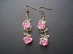 Boucles d'oreille en frivolité, Petites roses : Boucles d'oreille par chez-misaki