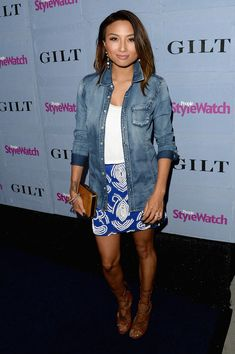 Jeannie Mai Denim Shirt - Jeannie Mai used a washed-out jean button-down as a chic cover-up when she attended the People StyleWatch Denim Awards. White Crop Top Tank, Crop Tops, Jeannie Mai, Tamera Mowry, Jeans Button, Denim Shirt, In Hollywood, Fashion Watches, Awards