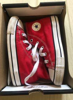 Need light cleaning, they ship without box. Anime Galaxy, School Fun, Chuck Taylor Sneakers, Converse Shoes, Me Too Shoes, High Top Sneakers, Kicks, Cleaning, School Outfits