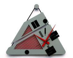 orologio da parete triangolo fatti a mano, fatta con parti in acrilico, tubo di metallo e stringhe in pelle.