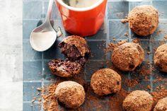 Truffels van rauwe cacao, cranberry en pecannoten - Recept - Allerhande