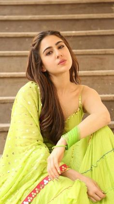 sara ali khan desi look kurta bollywood actress Indian Bollywood Actress, Bollywood Girls, Beautiful Bollywood Actress, Bollywood Stars, Beautiful Indian Actress, Bollywood Fashion, Beautiful Actresses, Indian Actresses, Beautiful Women