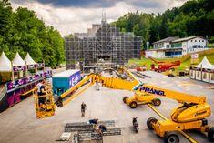 In wenigen Tagen steigt das Electric Love Festival am Salzburgring (Flachgau) bereits zum sechsten Mal. Die Aufbauarbeiten auf dem Gelände laufen auf Hochtouren. Die Bühnen nehmen bereits Form an. In unserer Bildergalerie könnt ihr euch einen Überblick verschaffen.