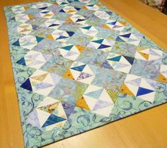As one pleases - tablerunner Size: 53 x 90 cm (Size variable) Instructions are given in GERMAN language and Centimeters, including a lot of pictures English Paper Piecing, Quilt Patterns, Etsy, Blanket, Sewing, Quilt Sizes, Tutorials, Blankets, Dressmaking