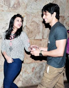 Candid celebrity moments Parineeti Chopra and Sidharth Malhotra share a cosy moment at an event. Anything going on here, folks? Parineeti Chopra, Bollywood Celebrities, Celebrity Gossip, Cosy, Candid, Ruffle Blouse, Hollywood, In This Moment, Pretty