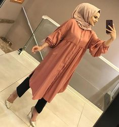 From work dresses and skirts to jackets and pants, you could find stylish work outfits with o Hijab Fashion 2016, Modest Fashion Hijab, Modern Hijab Fashion, Muslim Women Fashion, Girl Fashion, Fashion Outfits, Hijab Elegante, Hijab Chic, Stylish Work Outfits