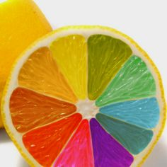 This picture shows the element of color. It shows color because the fruit is like a color wheel Rainbow Food, Taste The Rainbow, Over The Rainbow, Rainbow Stuff, Rainbow Things, Colored Lemons, Color Wheel Projects, Deco Fruit, Kreative Desserts