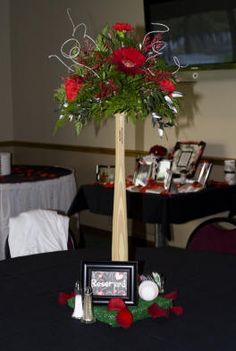 DIY baseball wedding centerpiece ideas you can just have one of these next to a picture or something i love this its toally cute Baseball Wedding Centerpieces, Baseball Centerpiece, Sports Centerpieces, Centerpiece Ideas, Table Centerpieces, Wedding Decorations, Softball Wedding, Sports Wedding, Basketball Wedding