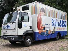 """Em 2014, os caminhões-biblioteca do projeto """"BiblioSesc"""" circulam por novos roteiros na cidade. A iniciativa empresta livros para a população em diferentes bairros, de segunda a quinta-feira, das 9h30 às 16h."""