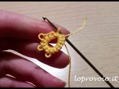 I punti base del CROTAT, il chiacchierino ad uncinetto - How to crotat Crochet Motifs, Wire Crochet, Crochet Stitches, Crochet Patterns, Tatting Earrings, Tatting Jewelry, Tatting Lace, Tatting Patterns, Sewing Patterns