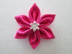 . Diy Ribbon Flowers, Kanzashi Flowers, Ribbon Hair Bows, Big Flowers, Fabric Flowers, Diy Headband, Baby Headbands, Wonderful Flowers, Japanese Flowers