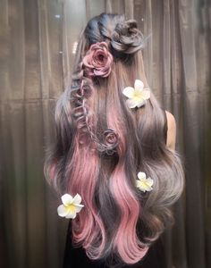 Style your highlighted hair with these different hairstyles . - Style your highlighted hair with these different hairstyles - Hair Dye Colors, Cool Hair Color, Ombre Hair, Pink Hair, Balayage Hair, Up Hairstyles, Pretty Hairstyles, Different Hairstyles, Grunge Hair