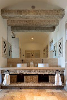 En el baño destacan detalles de elegancia y sofisticación.