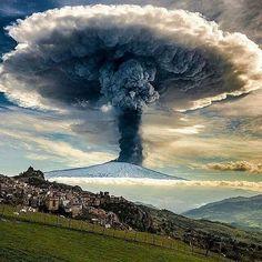 Impresionante erupción volcánica