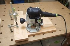 Lesson # 4 - Part How to make grooves to the router? Espresso Machine, Diy Tutorial, Coffee Maker, Woodworking, Kitchen Appliances, How To Make, Tables Basses, Simple, Woodworking Projects